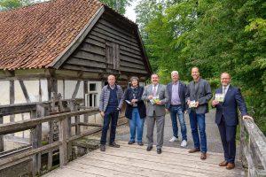 Hermännchen ist unterwegs in Lippe – die beliebte Zeichenfigur erkundet das LWL-Freilichtmuseum Detmold