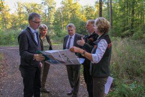 """Staatssekretär Dr. Heinrich Bottermann (NRW-Umweltministerium) informierte sich über Waldbau beim Landesverband sowie aktuelle Herausforderungen aufgrund von """"Friederike"""" und Borkenkäfern"""